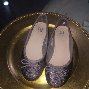 GAP 1 Youth Silver Flats